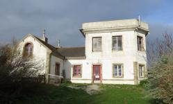 ©AVEC 2020 / Restructuration d'équipements en centre-bourg sur l'Île d'Hoedic [56] / Photo prise avant réalisation du projet